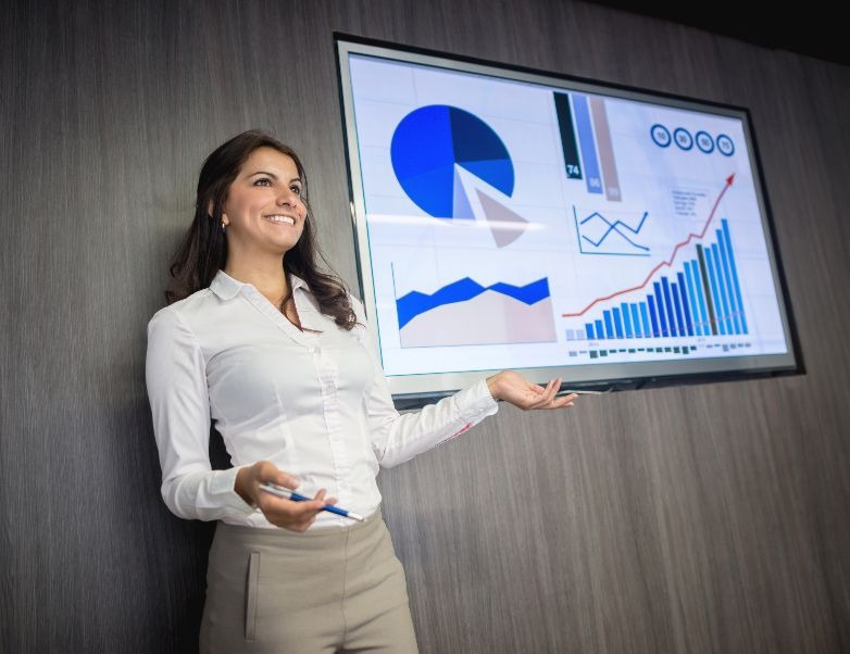 This list of sales statistics will help you with cold calling, follow up, sales training, social selling and much more.